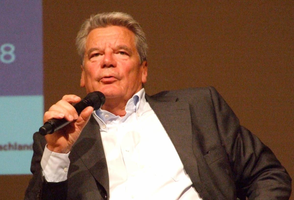 "[ Interview! }  Klaus Blessing: ""Joachim Gauck: Der richtige Mann?"""