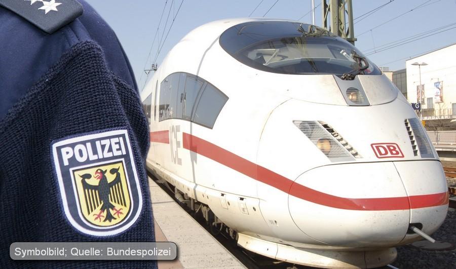 [ Wichser! } 189-facher Schwarzfahrer onaniert im Zug!