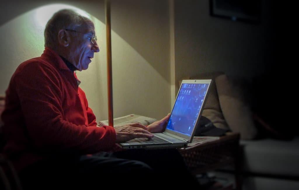 [ Internet! } Schützen soziale Netzwerke vor Einsamkeit im Alter?